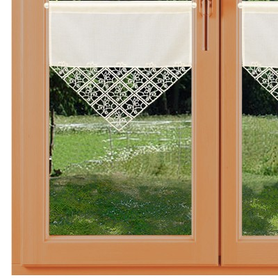 Scheibenhänger Sybill kurze Variante Plauener Spitze am Fenster