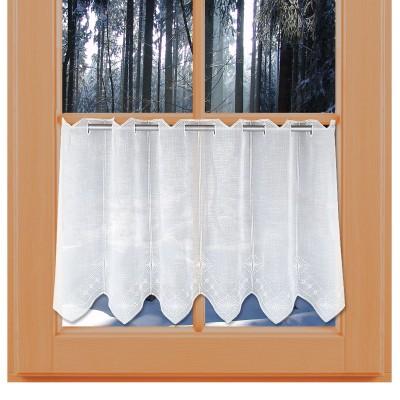 Bistrogardine Ronja mit Plauener Spitzenstickerei am Winterfenster
