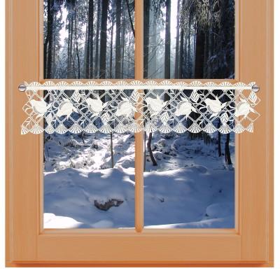 Feenhaus-Spitzenkante Anja 13 cm hoch an einem Winterfenster