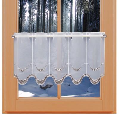 Stickerei-Scheibengardine Amely an einem Winter-Fenster