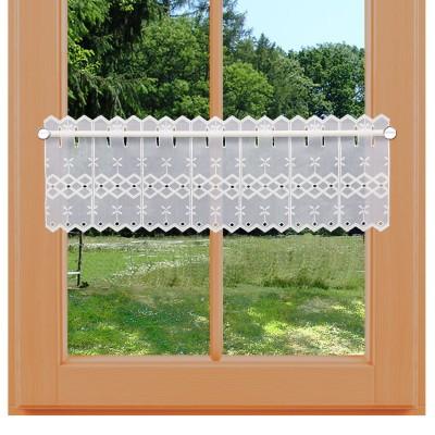 Feenhaus-Spitzengardine Ida 20 cm an einem Sommer-Fenster