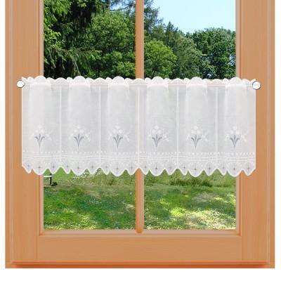 Landhaus-Gardine Hedi weiß-hellblau bestickt am Fenster