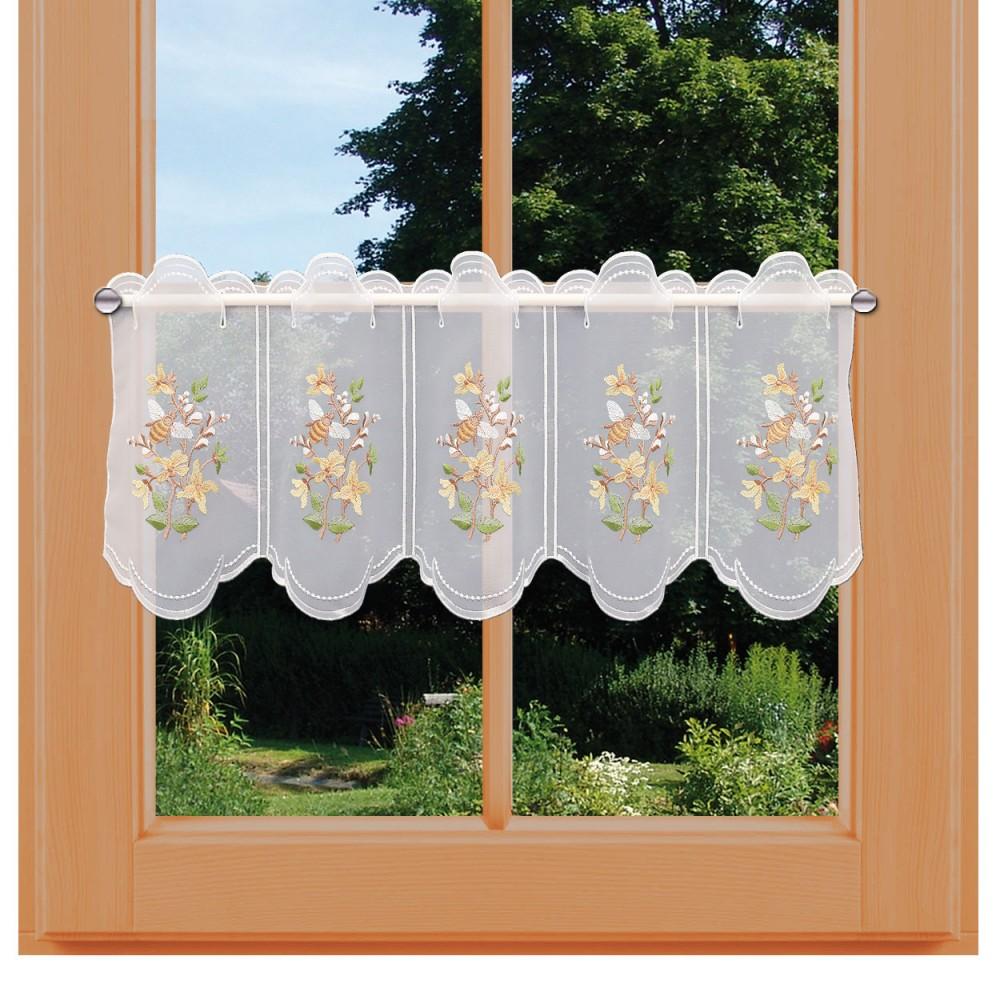 Bestickte Scheibengardine Weidenkätzchen kurze Variante am Fenster