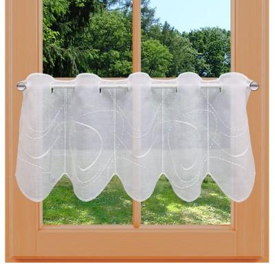 Scheibengardine Aurelia weiß mit weißer Perlenschnurstickerei am Fenster