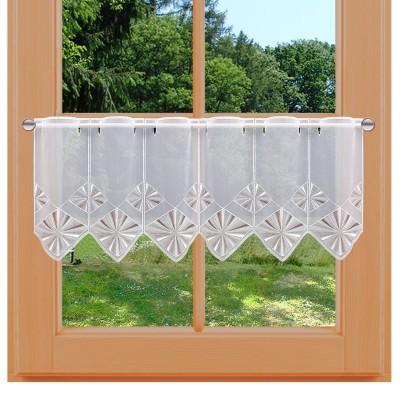 Scheibengardine Mischou mit weiß-beiger Strahlenstickerei am Fenster