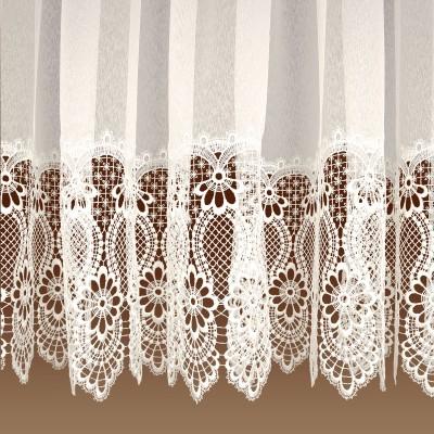 Spitzen-Store Margaret Naturfarben mit 30 cm breiter Spitzenkante aus Echter Plauener Spitze Detailansicht