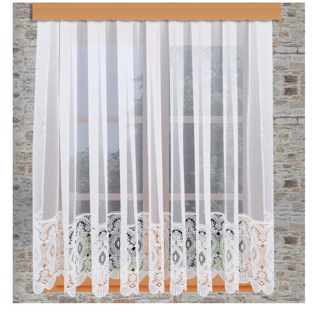 Sockelgardine Chrissi am Fenster