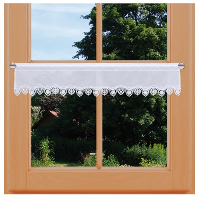 Feenhaus-Spitzengardine Merida weiß Plauener Spitze am Fenster dekoriert