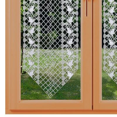 Spitzen-Scheibenhänger Anja mit Rosenmuster in weiß am Fenster
