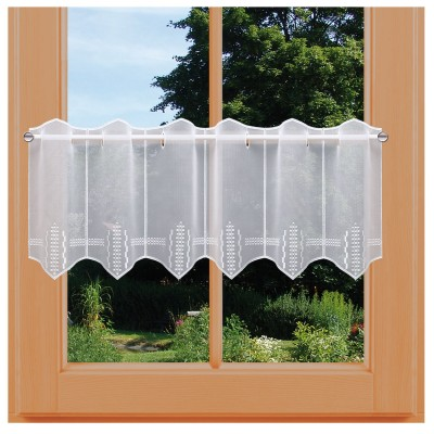 Scheibengardine Caroline aus Plauener Spitze am Fenster