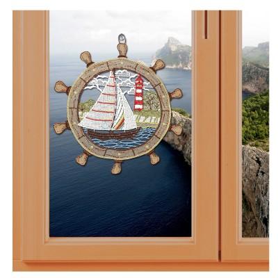 Maritimes Fensterbild Steuerrad mit Segelboot Plauener Spitze an einem Fenster mit Meereshintergrund