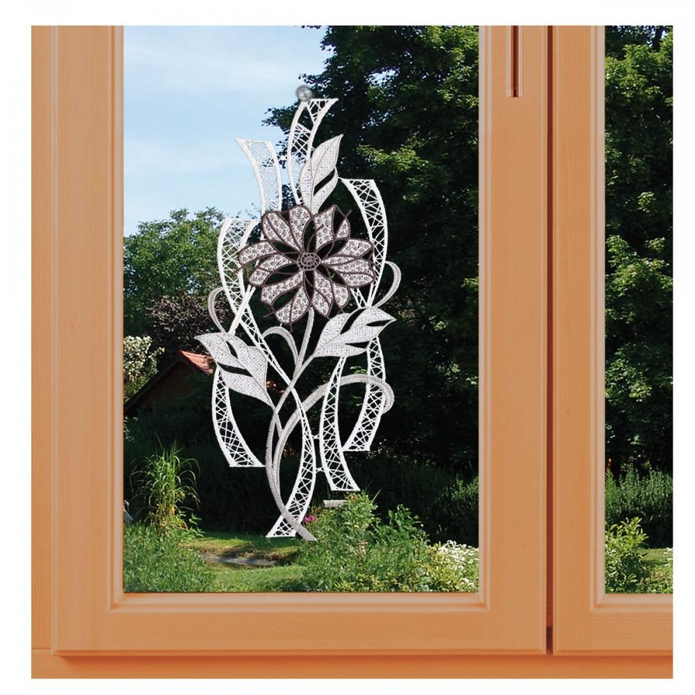 Modernes Fensterbild Blüte in grau am Fenster