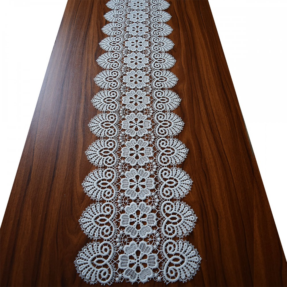 Luftspitzen-Tischband Elisa Plauener Spitze natur auf Tisch