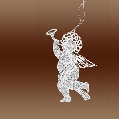 1 Raffaeloengel mit Trompete naturweiß Echte Plauener Spitze