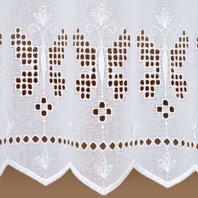 Landhausgardine Antonett mit weißer Schmetterlings-Stickerei Muster Detail